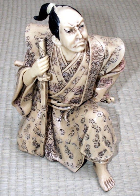 Figurka Samuraja - imitacja kości słoniowej